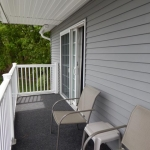1,400 sq ft, 3 bedroom townhouse - Porch area