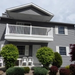1,800 Sq. ft., 4 bedroom townhouse - Building exterior with balcony