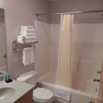 1,800 Sq. ft., 4 bedroom townhouse - Bathroom and shower