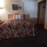 1,800 Sq. ft., 4 bedroom townhouse - Bed in guest room