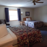 1,800 Sq. ft., 4 bedroom townhouse - Two beds in guest room