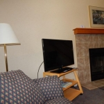 2,000 sq. ft. townhouse with 4 bedrooms - Fireplace