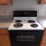 2,000 sq. ft. townhouse with 4 bedrooms - Stove in kitchen