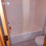 2,000 sq. ft. townhouse with 4 bedrooms - Shower area